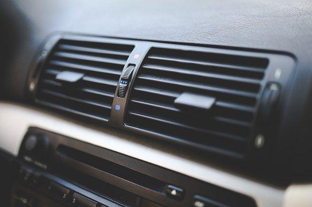 jak używać klimatyzacji w samochodzie zimą